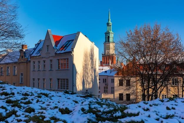 Prefeitura de poznan na cidade velha de poznan no dia ensolarado de inverno, poznan