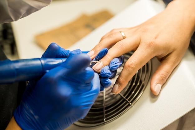 Prego tecnologia arquivamento de unhas com lixa de unha. ferramentas de manicure profissional.
