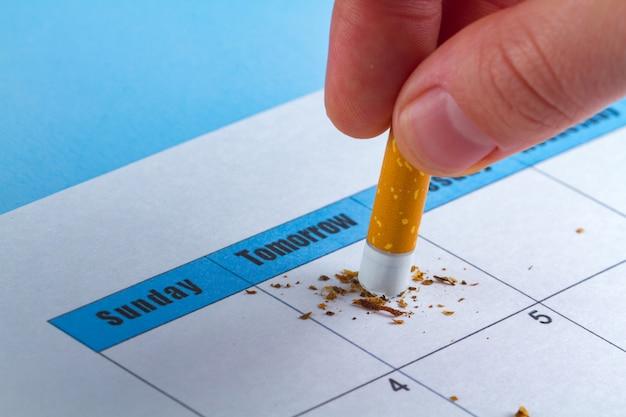 Prejudicar o fumo. conceito motivacional tentando parar de fumar