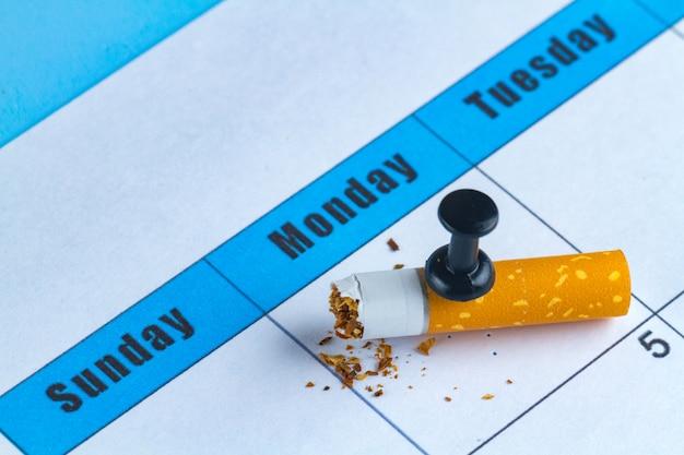 Prejudicar o fumo. pare de fumar conceito. tentando parar de fumar a partir de amanhã