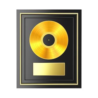 Prêmio de vinil dourado ou cd com etiqueta em moldura preta sobre fundo branco. renderização 3d