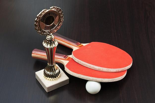 Prêmios esportivos e raquetes de tênis