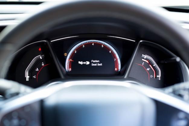 Prenda o sinal de aviso do cinto de segurança nas informações do painel do carro quanto à segurança