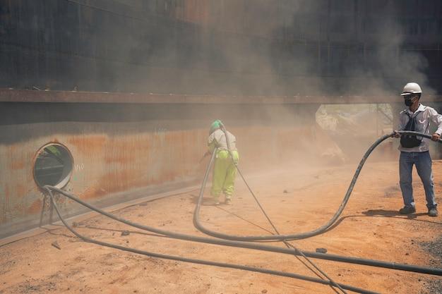 Preparação da placa de corrosão da superfície do trabalhador da linha feminina e masculina por jato de areia do óleo interno do tanque