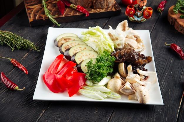 Preparação de legumes picados para cozinhar
