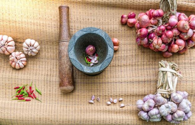 Preparação de pasta de pimentão tailandês saudável.