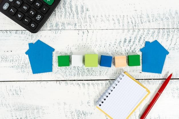 Preparação de planos de casas, ideias de investimento em casas, cálculo de custos de moradia, avaliação de impostos sobre propriedades, apresentação de orçamento doméstico, plano de reforma residencial, negócios imobiliários
