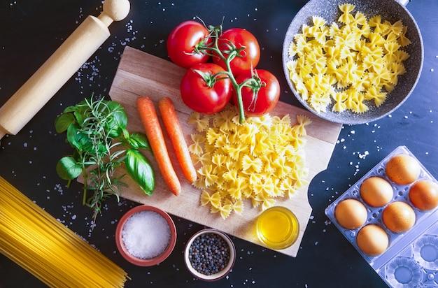 Preparação de um prato de massa italiana