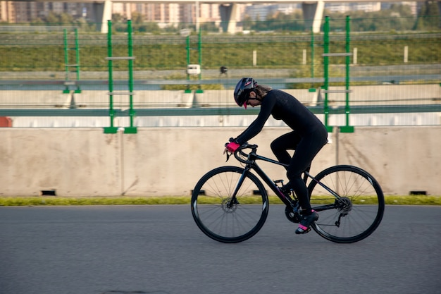Preparação noturna para a competição de ciclismo
