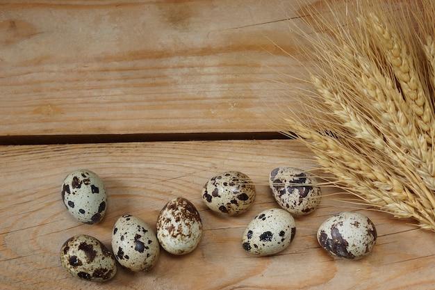 Preparação para páscoa, ovos e espiguetas de trigo.