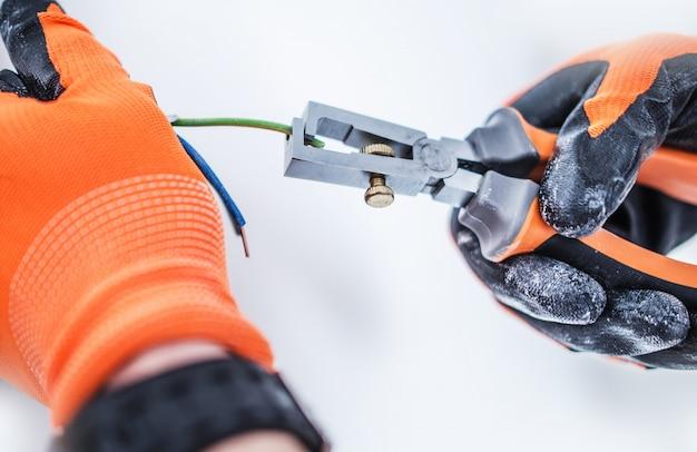 Preparando cabos elétricos