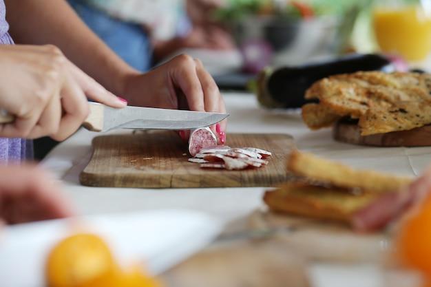 Preparando comida para piquenique