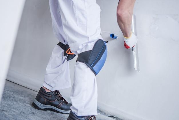 Preparando o muro para a pintura