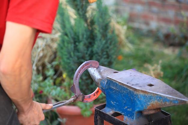 Preparando uma ferradura