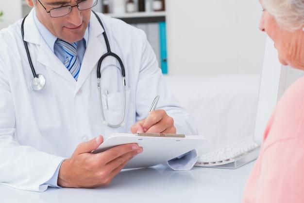Prescrição de médico do sexo masculino para paciente do sexo feminino