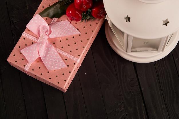 Presente caixa de natal decoração feriado mesa de madeira