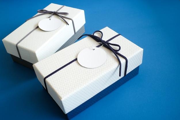 Presente caixa de presente e fita.