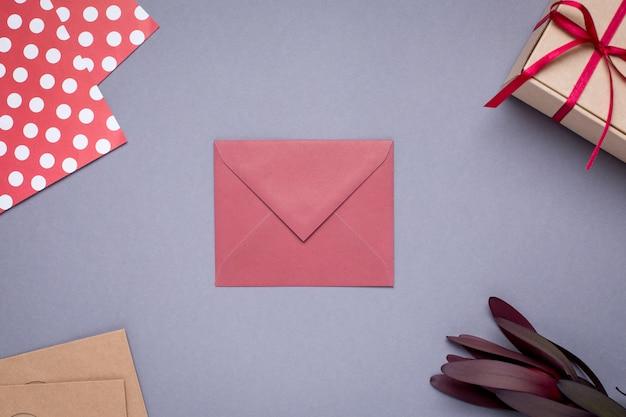 Presente, cartão, e, presente, em, caixa, com, fita cetim, ligado, cinzento