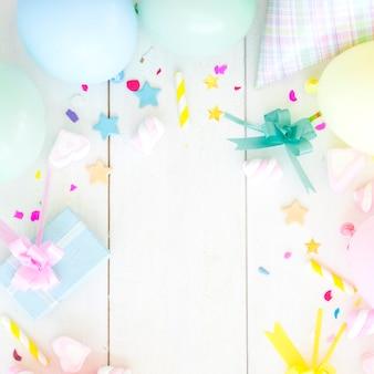 Presente de aniversário com elementos decorativos