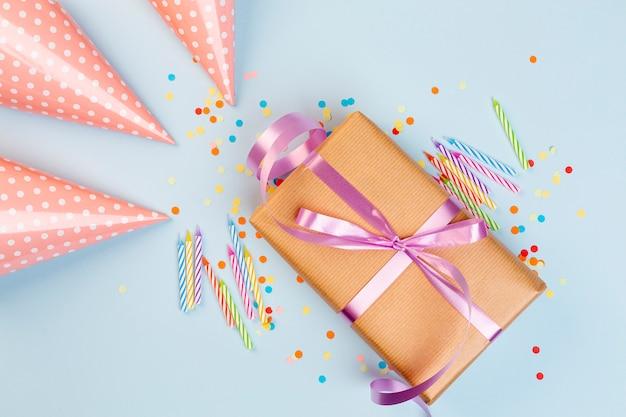 Presente de aniversário e acessórios de festa