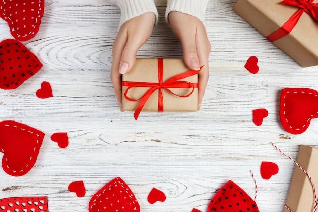 Presente de dia dos namorados na decoração do feriado, cópia espaço para design