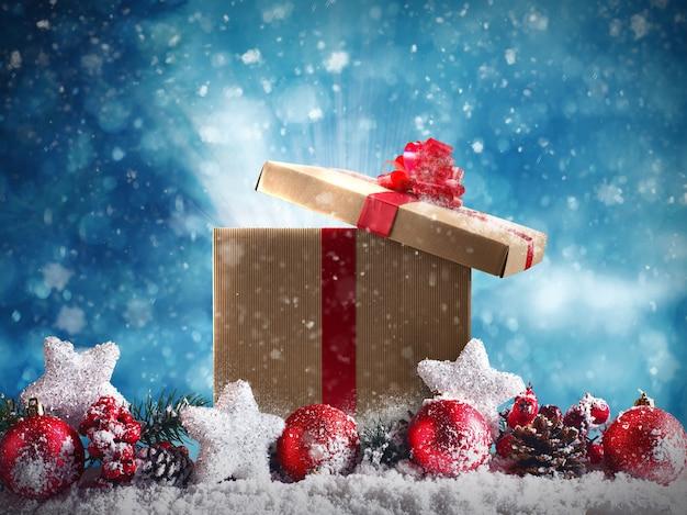Presente de natal com bolas vermelhas, estrelas e guirlandas na neve