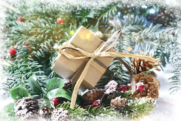Presente de natal com borda nevado