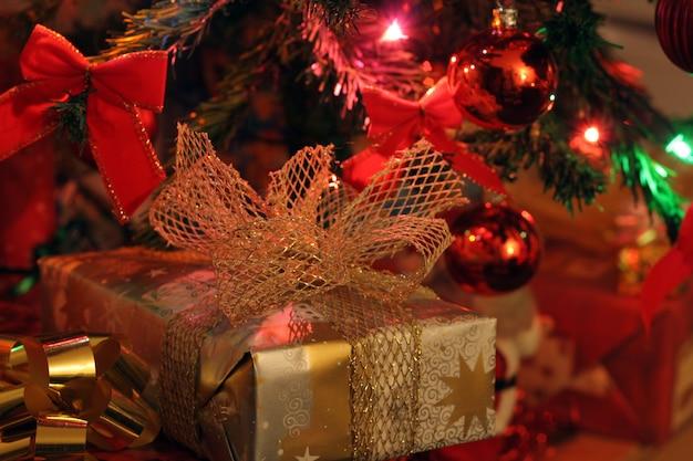 Presente de natal com decoração de natal