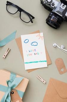 Presente e cartão para o dia dos pais