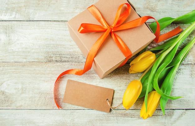 Presente e flores