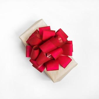 Presentes de caixas em embalagens festivas, concertos de natal, eventos isolados plana leigos vista superior