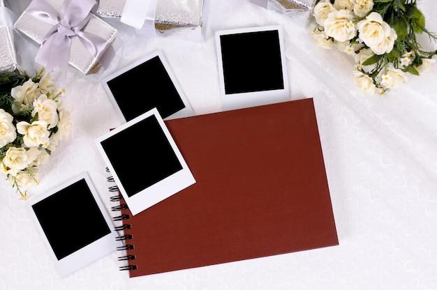Presentes de casamento e álbum de fotos
