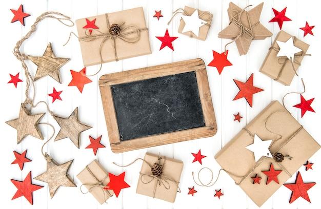Presentes de decoração de natal e quadro-negro