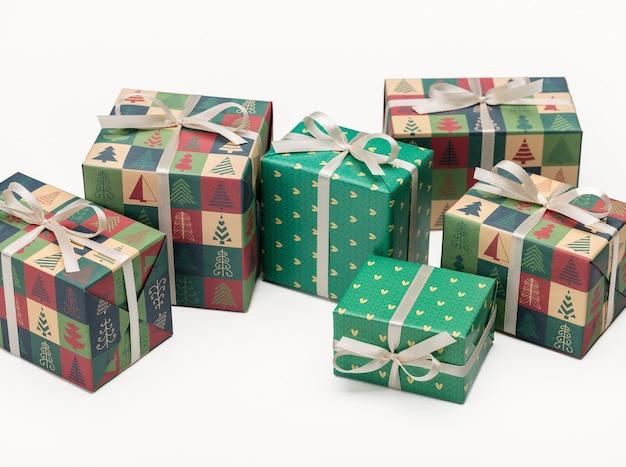 Presentes de natal e ano novo em uma caixa lindamente embalada.