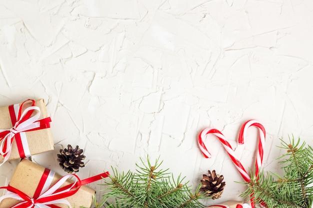 Presentes de natal e bengalas doces