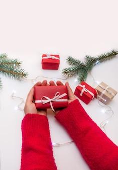 Presentes de natal na mesa