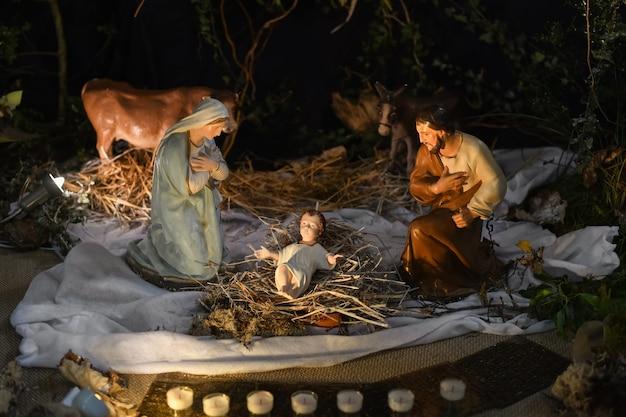 Presépio de natal com josé maria e o pequeno jesus