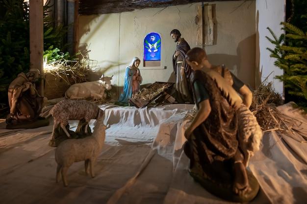 Presépio de natal sem o menino jesus na igreja