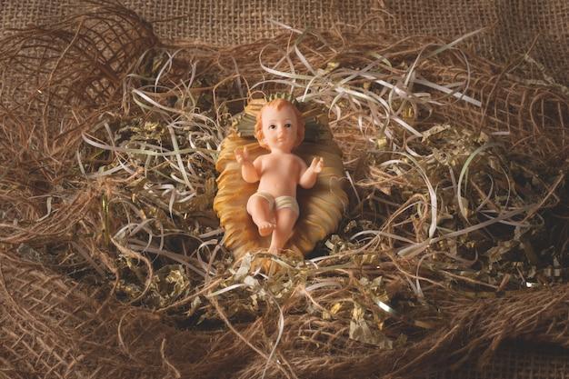 Presépio. figura do bebê jesus isolada. cena tradicional de natal.
