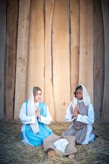 Presépio lgbt com duas virgens marias