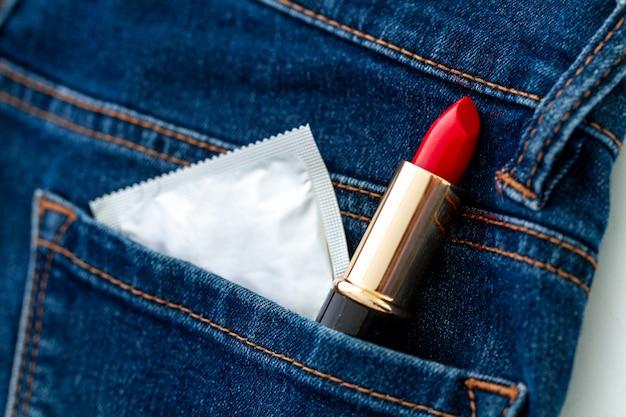 Preservativo para sexo seguro e protegido. proteção e prevenção de doenças venéreas e infecções sexualmente transmissíveis