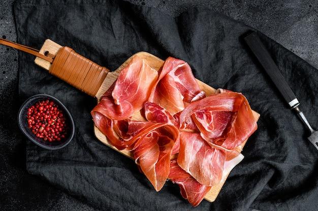Presunto crudo, salame italiano, presunto de parma.