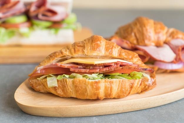 Presunto sanduíche croissant