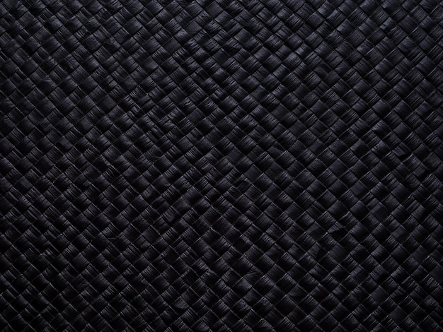 Preto com texturas e padrões.