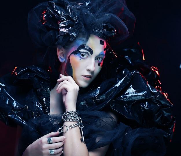 Princesa gótica bonita escura,