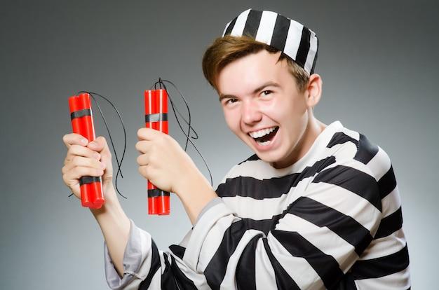Prisioneiro engraçado no conceito de prisão