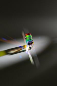 Prisma abstrato e luz do arco-íris vista elevada