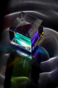 Prisma dispersando o conceito de luz