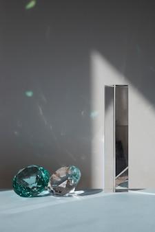 Prisma transparente com jóias