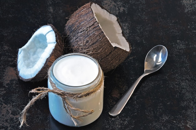Probióticos de iogurte de coco, alimentos fermentados. iogurte vegano.